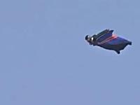 世界で初めてパラシュート無しのスカイダイビングに成功。英ゲリー・コネリー