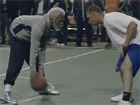 突如として超人化するおじいちゃんが凄い。ストリートバスケにて。