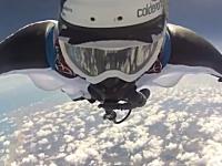 ウイングスーツで高度1万1千メートルからジャンプして4つの世界記録を達成