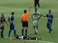 サッカー選手の基本攻撃は蹴り。12枚のレッドカードが出た酷すぎる試合。
