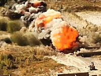 伝わる衝撃波。アフガニスタンで行われる地雷の爆破処理の映像。軍事。