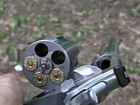 これは気持ちいい。世界最強の拳銃S&W M500で至近距離からスイカ殺し!