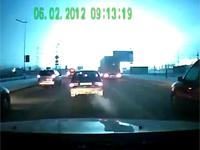 夜の高速道路にて、強烈な光がドーーーン!!! おそロシアな変電所大爆発。