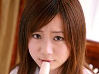 美波映里香 ベージュのチューブトップビキニ姿でローションヌルヌルプレイ
