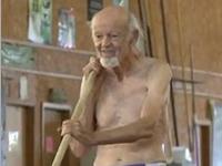 こんなお爺ちゃん(90歳)、素敵だよなぁ。この年齢にして棒高跳び!!