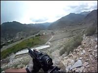 アフガニスタンの銃撃戦で4発の銃弾を受けてしまった兵士のヘルメットカメラ