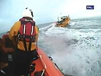 海上の大追跡。船長を落っことして無人で暴走する船を止めろ!船チェイス。