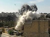 戦争ビデオ。カメラの方に撃たれた砲弾が目の前の建物に直撃する衝撃映像