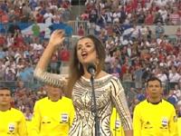 全米が衝撃。あまりにも下手過ぎる国歌独唱。う・・・うーん・・・。