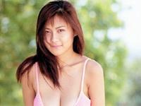 黒田美礼 ハイレグ水着を身につけて浮き輪で浮かんだり、シャワーを浴びながら豊満バストをセクシーアピール