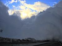 大規模すぎる雪崩。まさか・・・。自分の所まで到達すると思わず逃げ遅れる