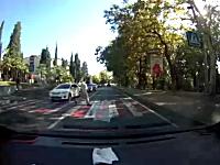 車と人間の玉突き衝突。横断歩道に人がいたから停止したら後ろからどーん