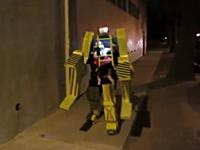 2012年のハロウィンはこの人が優勝。アイデアの勝利な二足歩行ロボット
