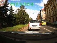 バイクを追いかけるパトカーの運転が荒くて怖い車載ビデオ。カーチェイス。