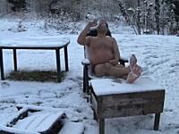 これが本物のステマ。骨の髄までウォッカ野郎の最新作「The First Snow」
