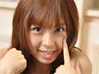 疋田紗也 スクール水着姿でポーズしたり、プールでクジラの浮き輪にまたがって戯れる