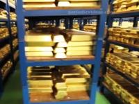 金!金!ぜんぶ金!約26兆円分の金塊が保管されている金庫の内部映像。
