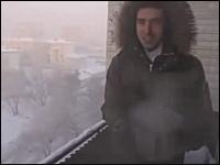 マンションの窓を開けたら−41度の世界でベランダからお湯バーンすると!