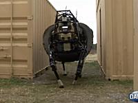 例の4足歩行ロボットにご主人様の後を追う機能が付いて愛らしくなった。