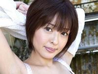 吉川麻衣子 シャワーを浴びながらワイシャツを羽織ったノーブラバストをセクシーアピール