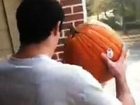 失敗したら大惨事なベランダから巨大かぼちゃのエクストリーム・ポイ捨てing