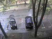 どんな運転だよ・・・。駐車場から出ようとした車が酷い事になってしまう映像