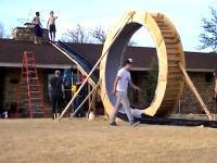 自作の裏庭ウォータースライダーで360度ループに成功した動画。