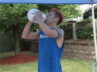 ニューヨーク在住のフードファイター・小林尊さんが1ガロンのミルクを20秒で飲み干した!しかも・・・