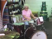 「ドラムはこうやって叩くんじゃ!」ばっちゃのドラムテクすげぇ!!