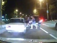ロシアンマフィアに襲撃された撮影者の前の車。これは怖すぎる。