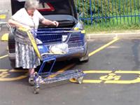 ロシアの駐車場がヒド過ぎるwww 1台が横着すると、皆こうなるww