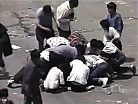 ペルーの集団強盗がガチやばいwwwわーっとやってきて豪快に身ぐるみ剥される