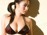 滝沢乃南 たわわな巨乳グラマーボディを魅せたグラビアショッ