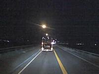 居眠り運転でノーブレーキで積載車に突っ込むドラレコ映像が怖すぎるガクブル