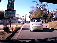 兵庫県。前を見ずに運転するばあちゃんが突っ込んでくるドライブレコーダー。