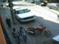 ブラジルは恐ろしい所。強盗も怖いけど身を守るおじさんはもっと怖いビデオ。