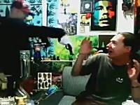 マリファナ生放送中に強盗が乱入して銃を突きつけられる放送事故www