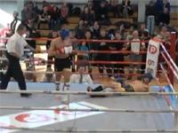 キックボクシング 試合開始直後、大技クリーンヒットで一撃KO!
