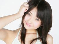 末永佳子 ベージュのチューブトップビキニをまとってカラダを洗ったり、シャワーを浴びる