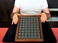 頭の体操動画。組み替える度にピースが一個余る不思議なパズルの映像。