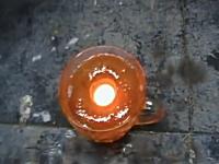 レッニケ実験。熱したニッケルボールを今度は蜂蜜に浸けてみた⇒飛び散る。