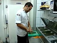 料理人動画。食材を切るスピードが早い人たちの映像集。最後は気持ちイイ