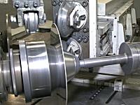 金属の板を型に押し付けて加工していく金属加工の工程が気持ちいい動画