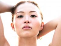 五ノ井ひかり 黒のチューブトップビキニから巨乳下乳バストを魅せながらセクシーポーズ