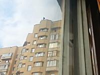 自殺かと思った。マンションの屋上から人が飛び降りた!と思ったらロシア。