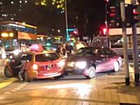 事故を起こして運転手が気絶⇒アクセルが踏みっぱなしになり暴走してしまう