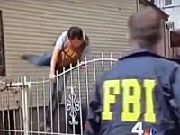 このFBIの捜査官ワロタwww恥ずかしい姿が世界のインターネットにうpされる