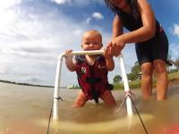 7か月半の赤ちゃんがジェットスキーに挑戦。大丈夫かよwwwおいwww