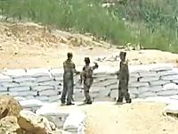 女性兵士の肩弱すぎ危ない。投げた手榴弾が手前に落ちて大ピンチ。中国軍