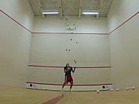 忙しいジャグリング。ボール13個を投げるジャグリングに挑戦してみた動画